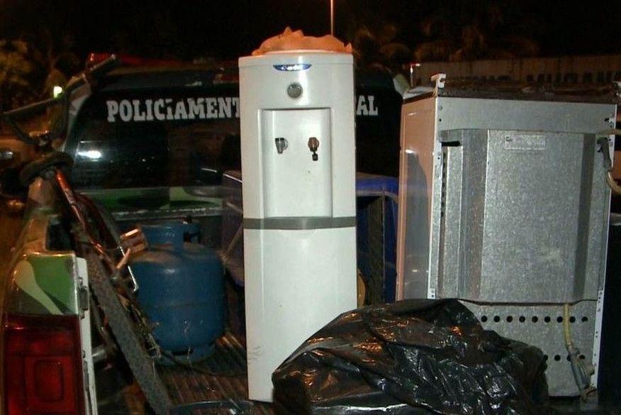 Adolescentes são detidos suspeitos de arrombar residência e roubar vários objetos em Cabedelo