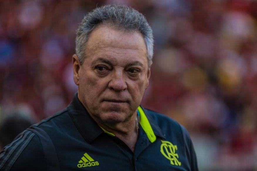 Abel promete ir à Justiça contra dirigente do Flamengo e reverter dinheiro para famílias do Ninho