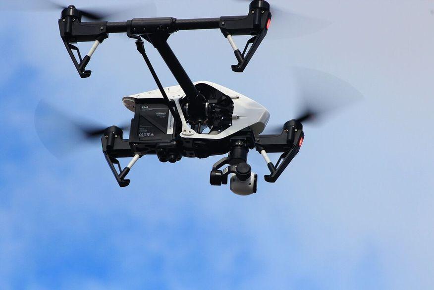 Drone lança pacote em pátio do presídio do Róger; policiais não conseguiram abater objeto