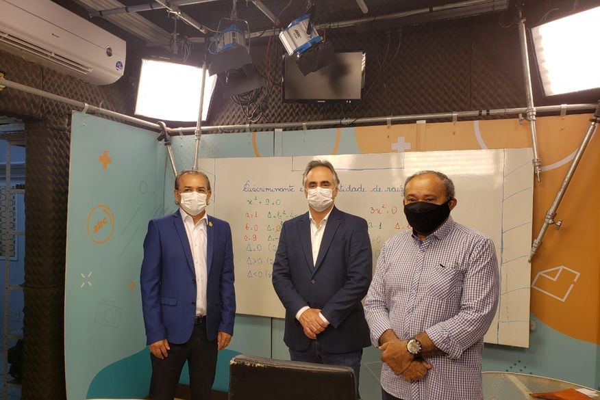 Estudantes de escolas públicas de João Pessoa começam a acompanhar aulas pela TV Câmara durante a pandemia