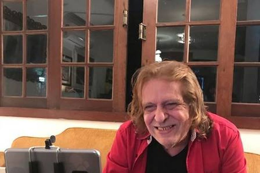 Renato Barros, da banda Renato e Seus Blue Caps, está internado no CTI após cirurgia de 7h