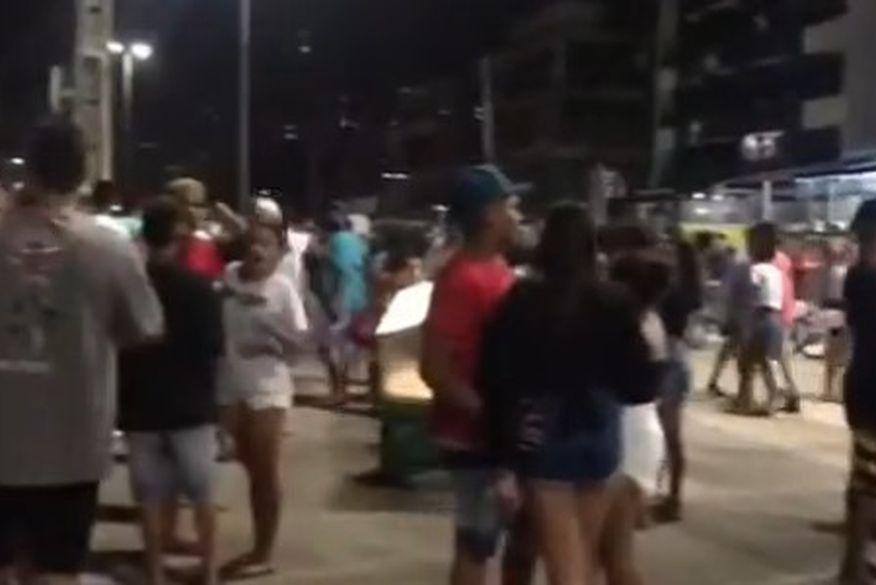 Polícia encerra aglomeração com música e bebedeira no Busto de Tamandaré, em João Pessoa