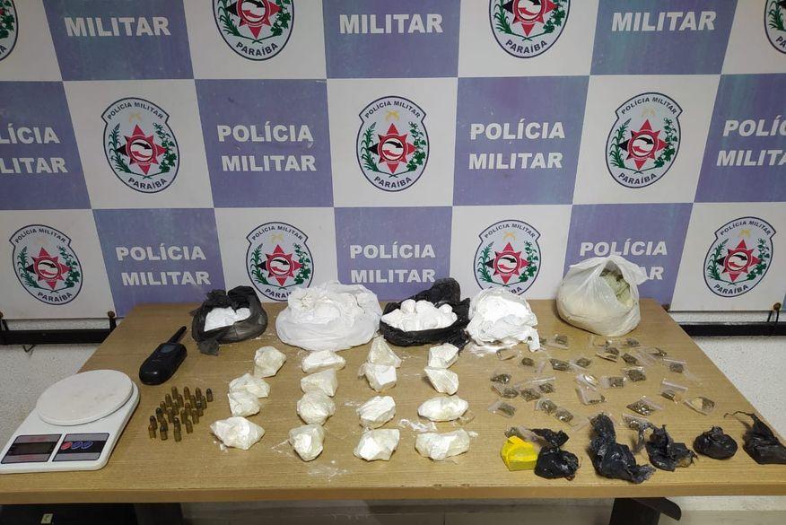 Polícia Militar apreende drogas escondidas em mochilas durante ação de combate ao tráfico em João Pessoa