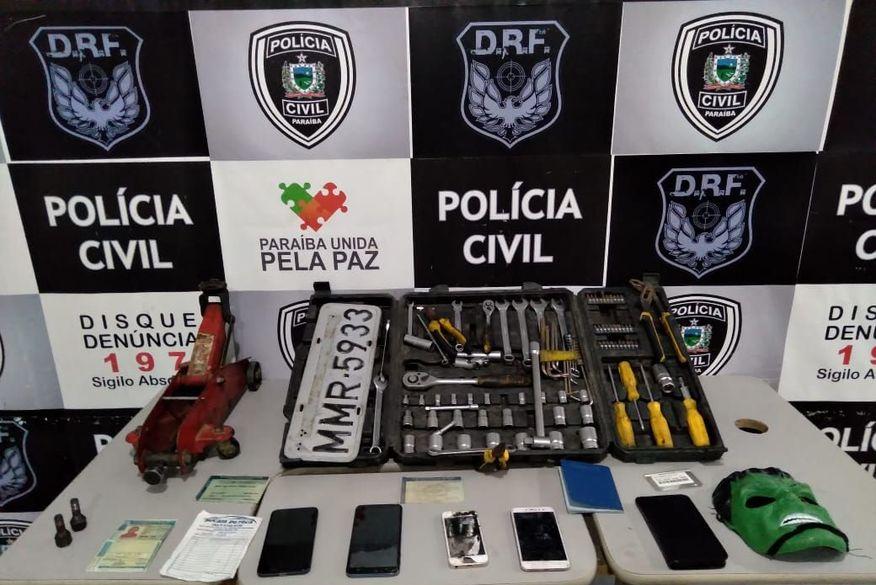 Operação da Polícia Civil prende cinco e desarticula esquema de roubo e desmanche de carros em Campina Grande