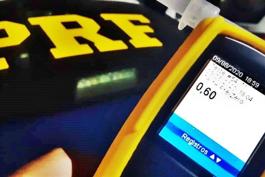 Polícia Rodoviária Federal prende homem por dirigir embriagado após ultrapassagem perigosa na contramão em local proibido