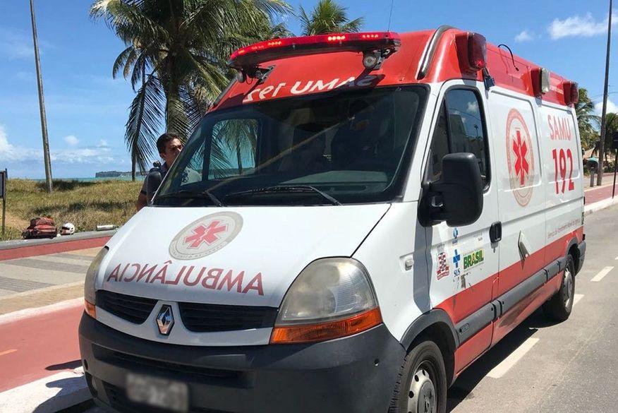 Colisão envolvendo carro e caminhão deixa uma pessoa ferida em João Pessoa