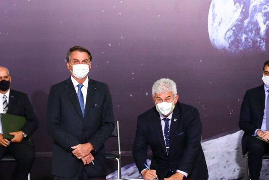 Governo assina acordo com a Nasa para levar primeira mulher à Lua