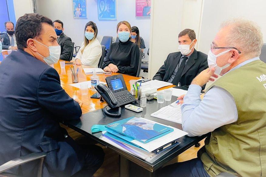 Wilson Santiago e políticos do Sertão da Paraíba têm audiência com Marcelo Queiroga e reivindicam implantação de Lacen em Sousa