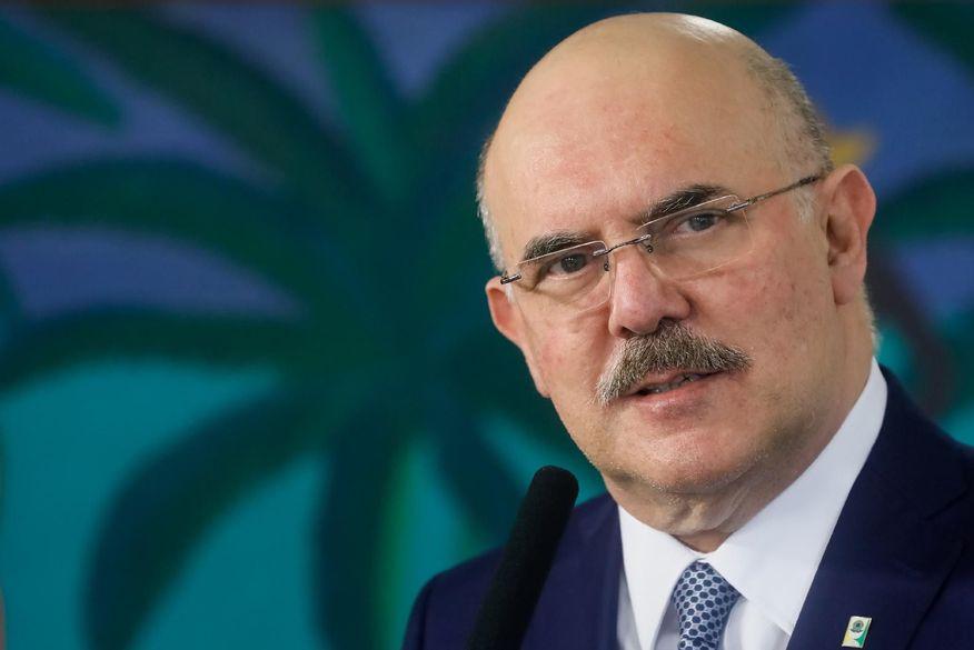 Ministro mente na Câmara ao dizer que MEC não planejou tribunal ideológico para Enem