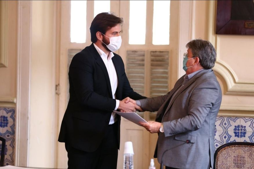 Prefeito de Campina Grande solicita ao governador isenção de ICMS no transporte coletivo, cooperação na Saúde e apresenta outros pleitos
