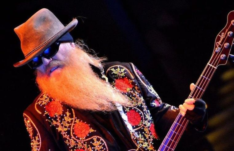 Dusty Hill, baixista do ZZ Top, morre aos 72 anos