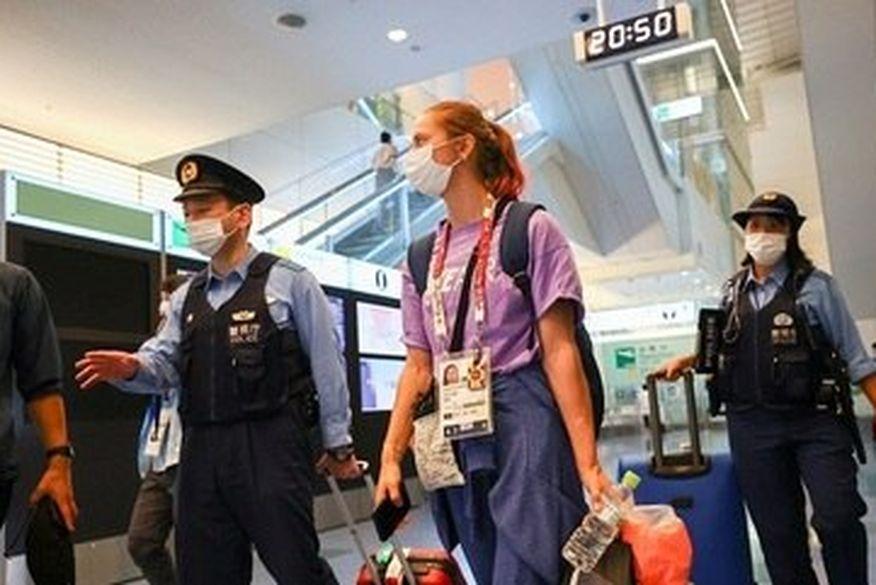 Atleta bielorrussa é levada contra a vontade ao aeroporto de Tóquio