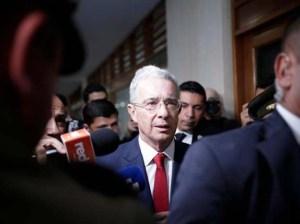 Suspenden audiencia en caso Uribe por aparición de dos víctimas más
