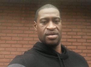 Médico que certificó muerte de Floyd sostiene que falleció por asfixia
