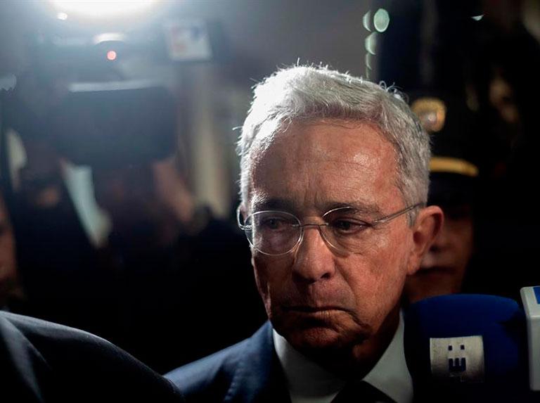 EEUU sospechó de vínculos de Álvaro Uribe con paramilitares
