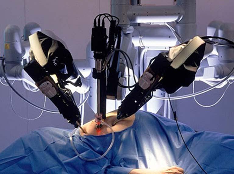 Por primera vez en el mundo un robot quirúrgico extirpa un tumor