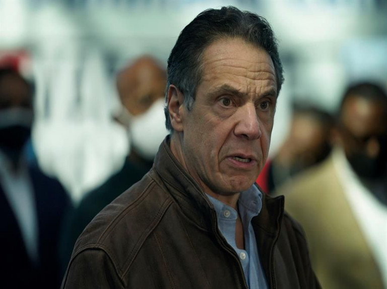 Gobernador de Nueva York se niega a renunciar en medio de escándalo