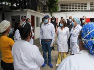 Médicos evalúan posibles casos de covid-19 en Guarenas