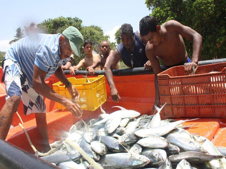 Maduro enalteció loable labor de los pescadores artesanales en su día