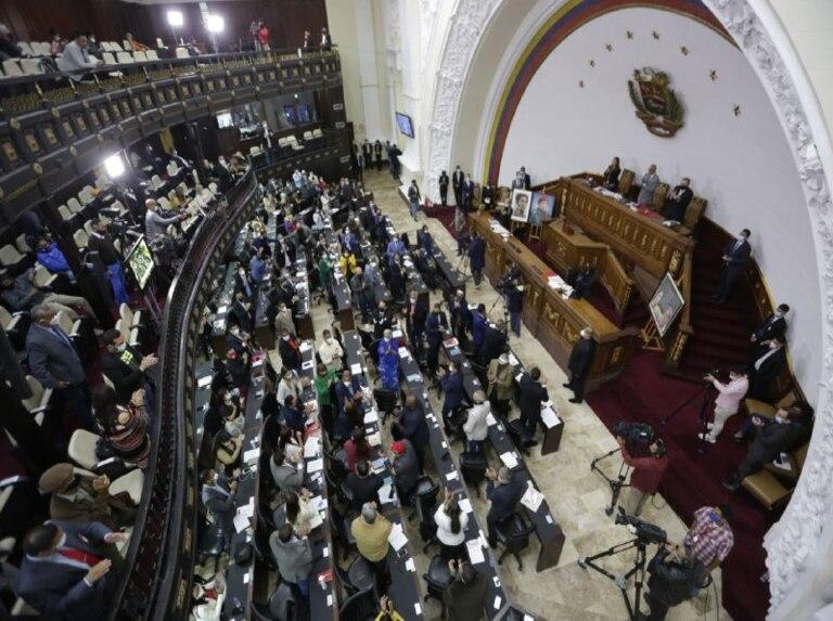 Asamblea Nacional exaltó labor heroica del médico en pandemia