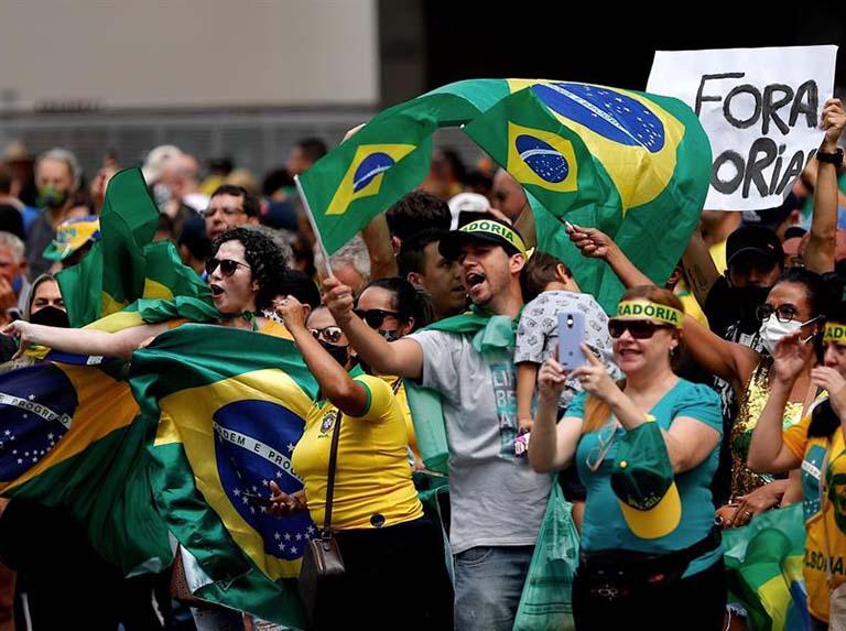 Bolsonaristas protestan contra las medidas restrictivas por covid en Brasil