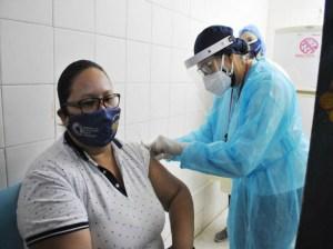 La vacunación de los docentes avanza en las regiones