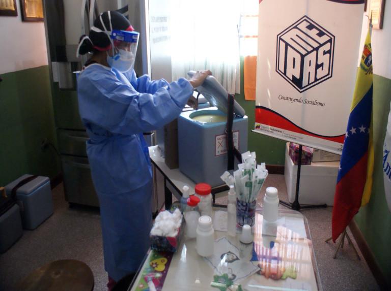 Continúa la vacunación de los docentes en Guarenas y Guatire
