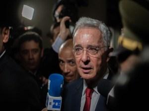Inicia audiencia de preclusión en casos de sobornos de Álvaro Uribe