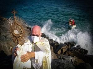 Guaireños piden por la salud en la Bendición del Mar