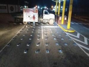 GNB incautó 52 panelas de cocaína que llevaban en una grúa