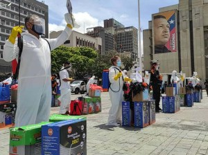 Entregan 165 kits de desinfección a comunas y brigadas de Caracas