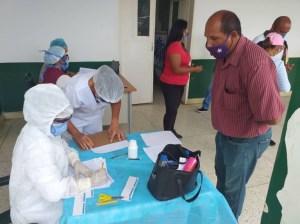 Aplican segunda dosis anticovid al personal educativo en Barinas
