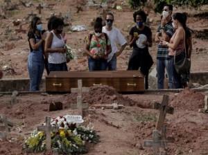Brasil rompe récord diario y supera los 4 mil muertos de covid-19