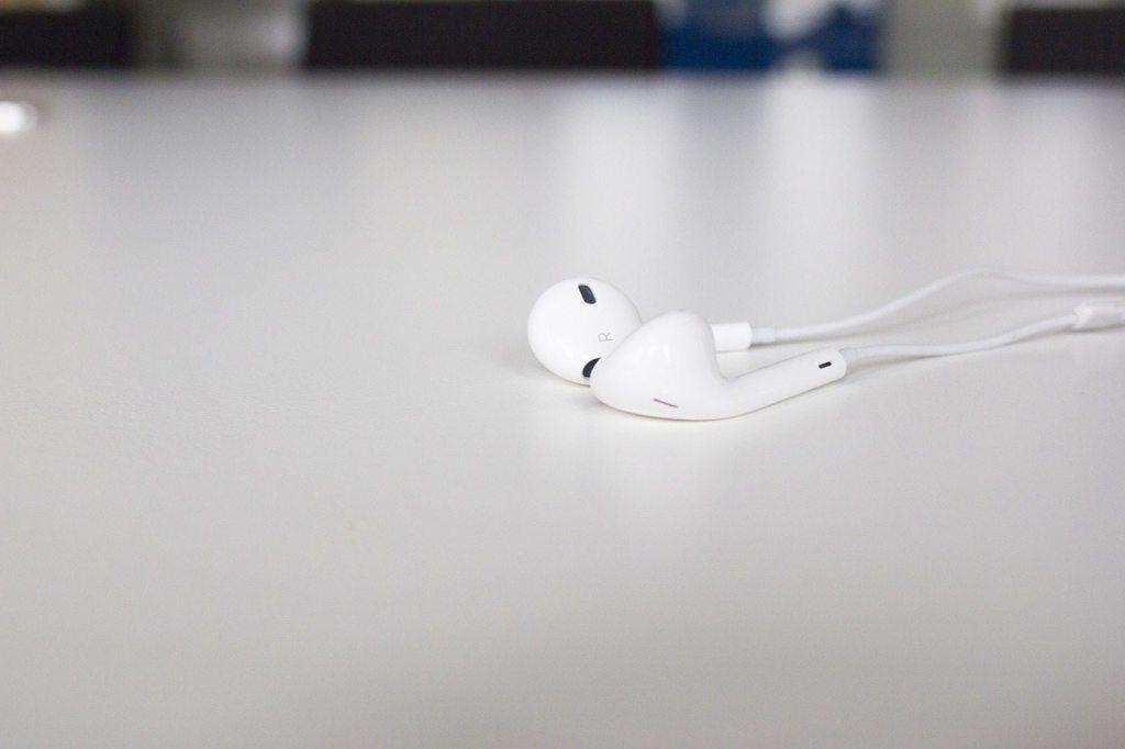 iPhone earphones - phone call