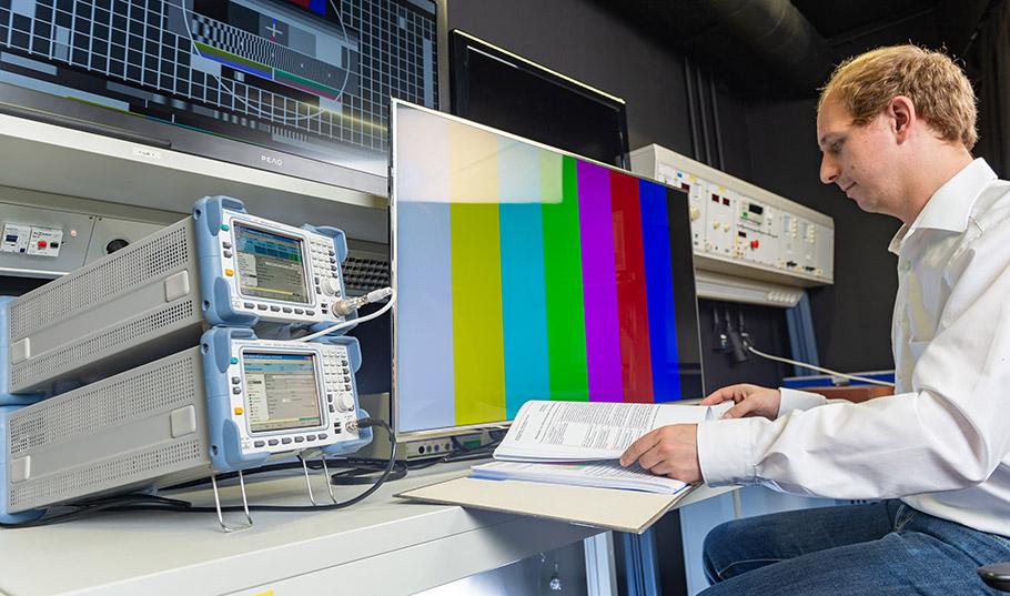 Tipps vom TÜV für Monitor-Kauf Prüfsiegel hilft bei der Auswahl