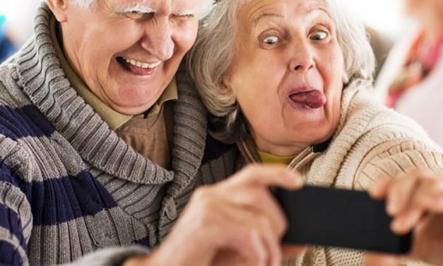 Viel mehr als Telefonieren: Senioren entdecken jede Menge neuer Smartphone-Features für sich