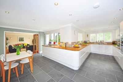 floor-tiles-cleaning