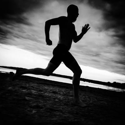 Johnny löpning stranden Katthammarsvik