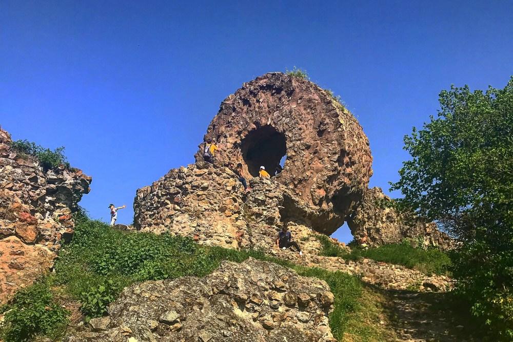 As ruínas do castelo de Thann, conhecido hoje como o Olho da Bruxa