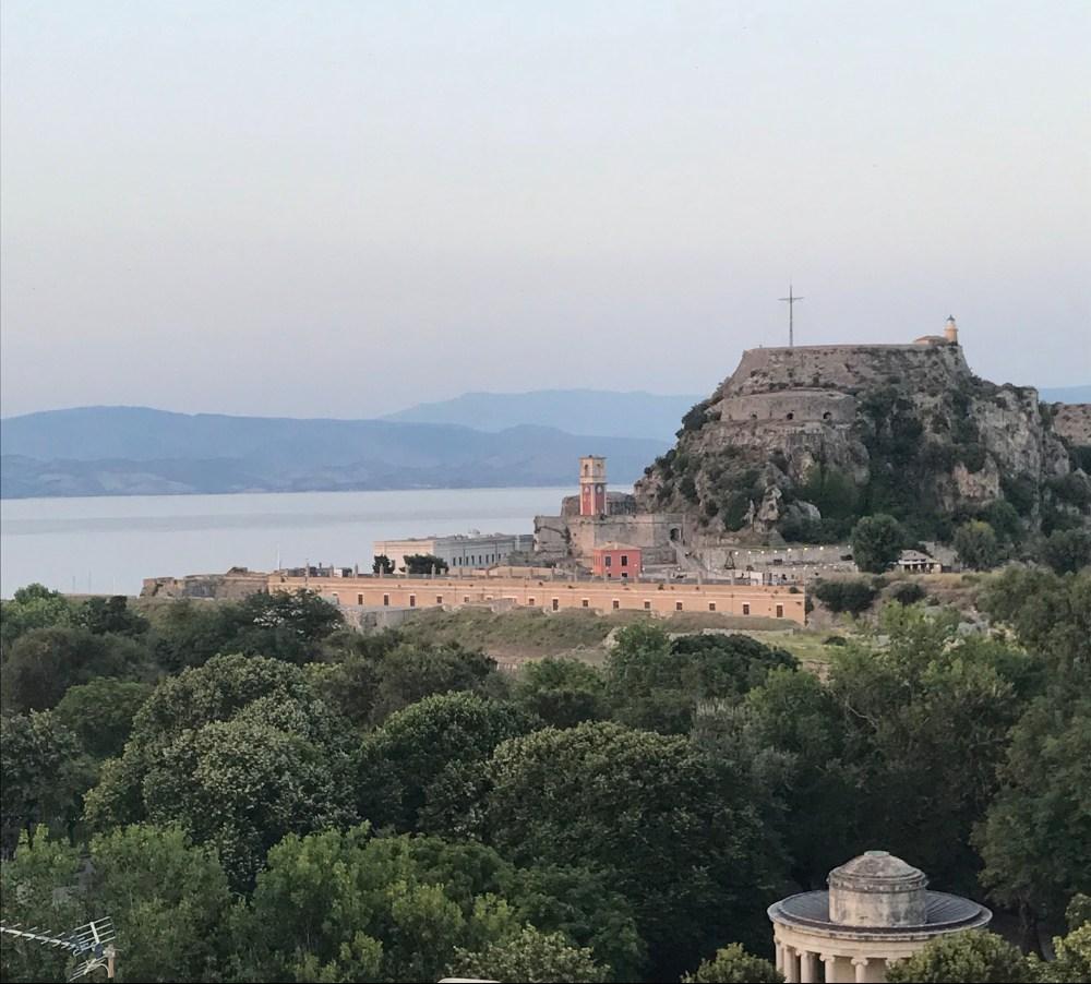 Vista do rooftop do Kavala Hotel na cidade de Corfu