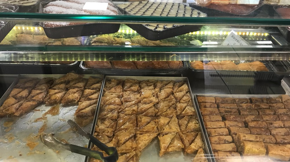 A maravilha dos doces na padaria
