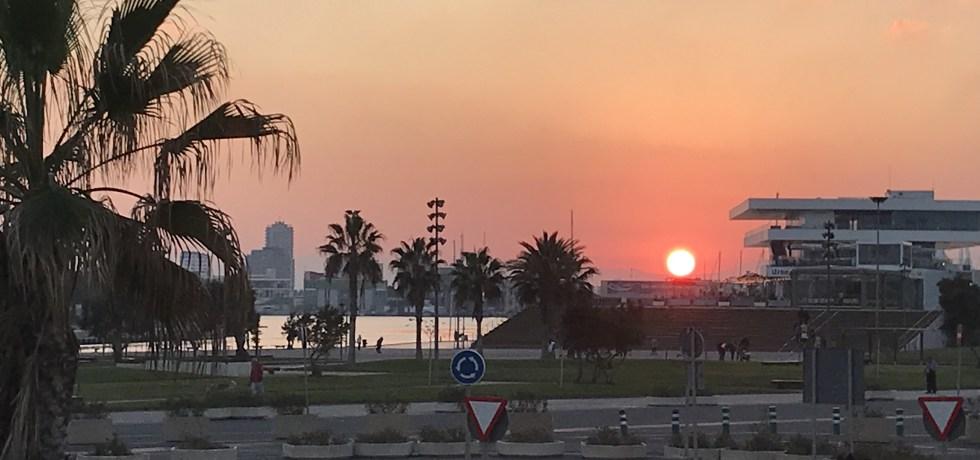 A ponta de Malvarrosa ao pôr do sol