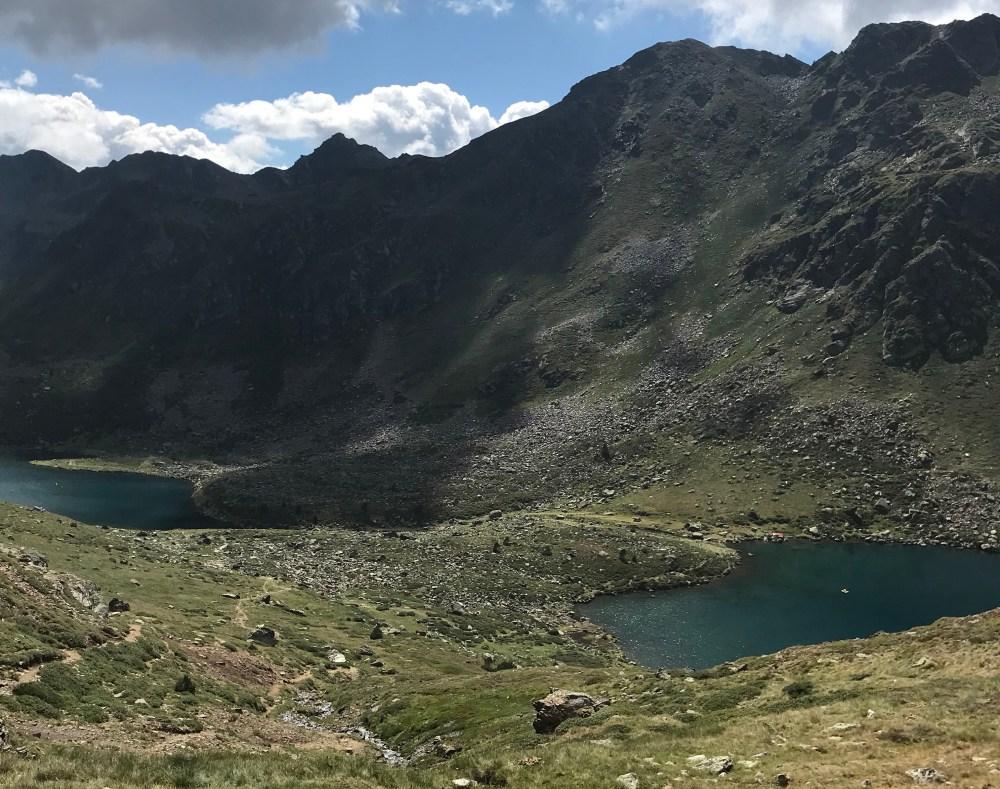 Dois dos quatro lagos de Tristaina