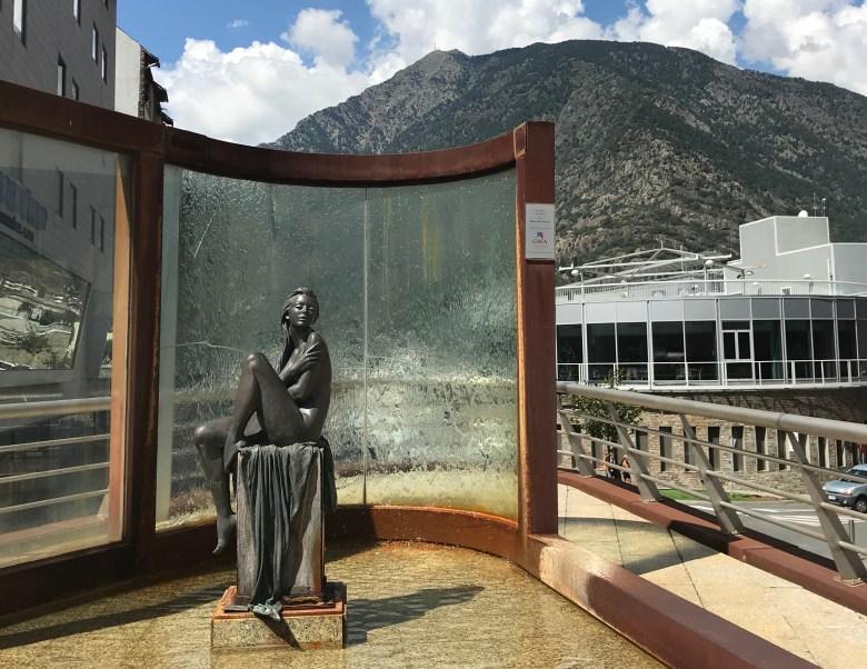 Já a capital Andorra la Vella tem construções mais contemporâneas