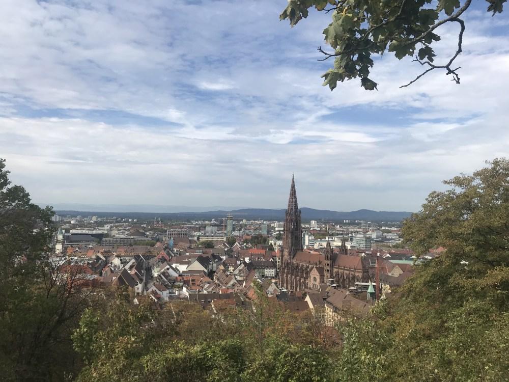 Um pouco mais da vista em cima do Schlossberg, em Fribourg