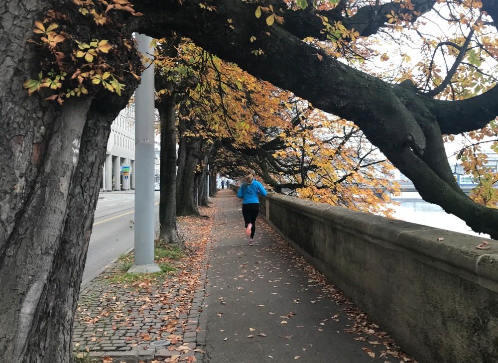 De manhã, muitos estavam dando uma caminhadinha matinal