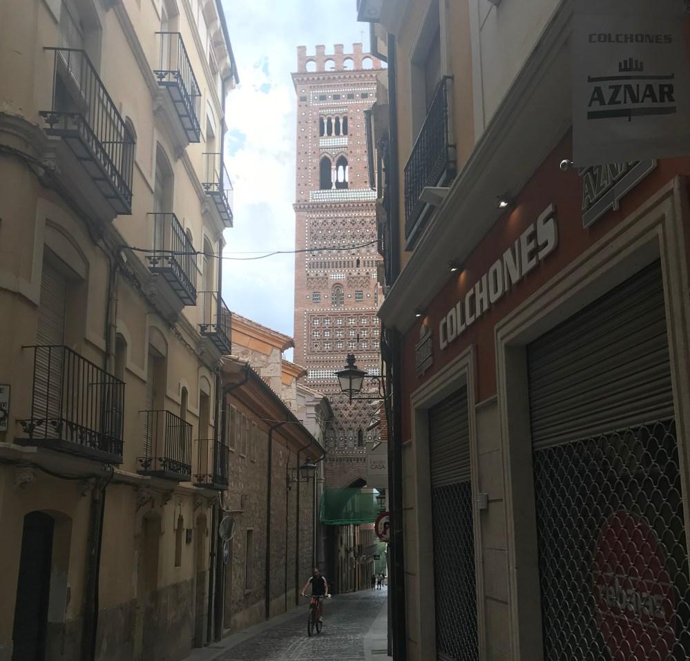 Ao fundo, uma das famosas torres de Teruel