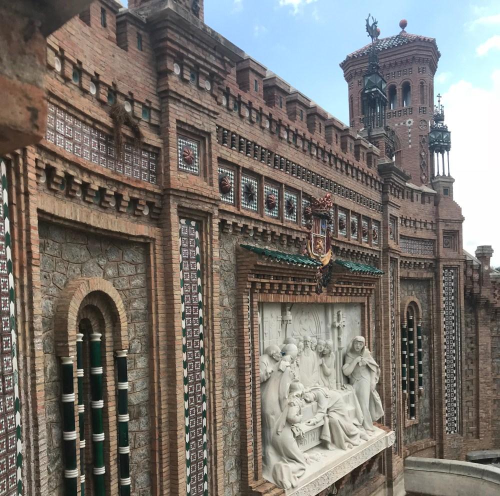 A construção neo-mudejar de Teruel com o detalhe de