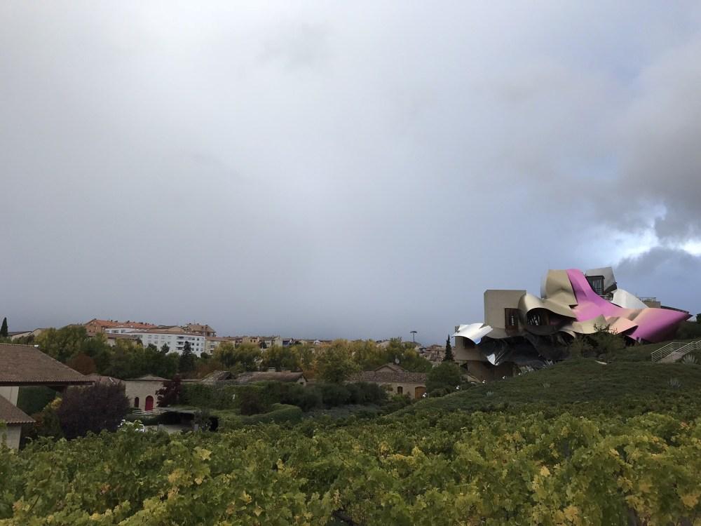 As formas da vinícola Marques de Riscal, em Rioja