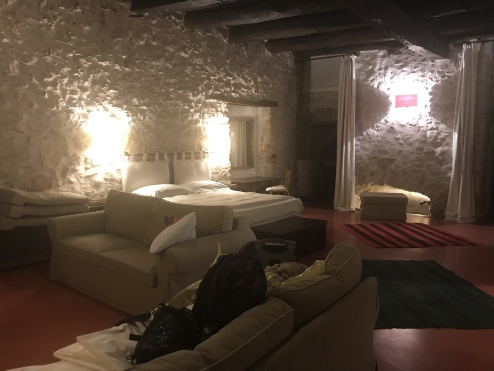 O quarto do hotel do Castello de Teggiano, Itália
